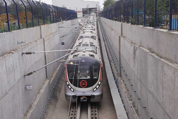 Delhi Metro in big crisis, no funds to operate trains, sought help from Government